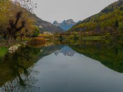 Au début est le lac du Lauzet.