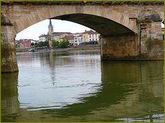 Le pont de St Laurent à Mâcon (71)