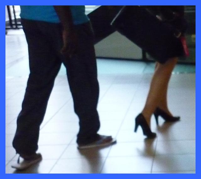 Hôtesse de l'air / Flight attendant - Embarquement en talons hauts / Boarding in high heels  - Airport / Aéroport de Schiphol airport - 9 juillet 2011