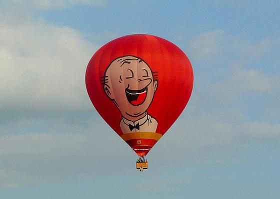 Heißluftballon über dem Elbtal