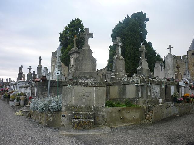 Carcassonne La cité ..Le cimetière