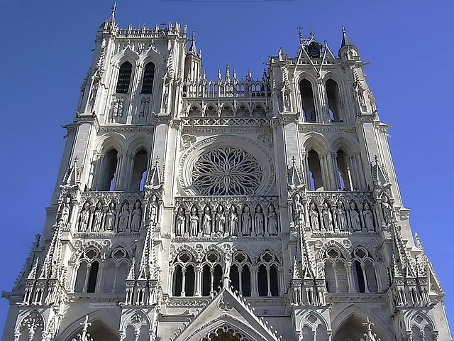 DSCN0578bc Amiens Cathedral Notre Dame Facade Towers