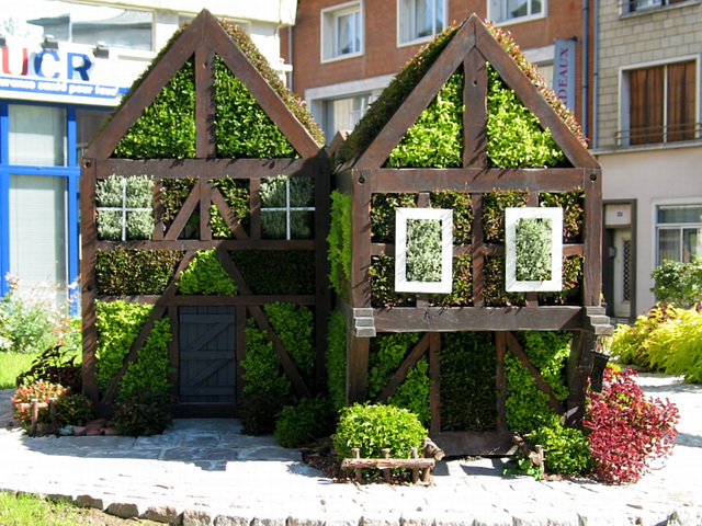 109 0941a Strange Vegetal Doll Houses