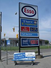 Esso Tiger Express sign /  Espace Esso.