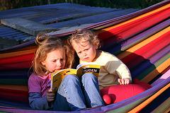 Lesen in der Abendsonne
