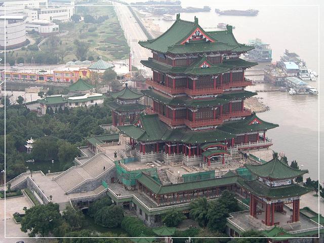 Pavilono Tengwang, unu el la tri plej famaj pavilonoj sude de Jangzio rivero en Cxinio
