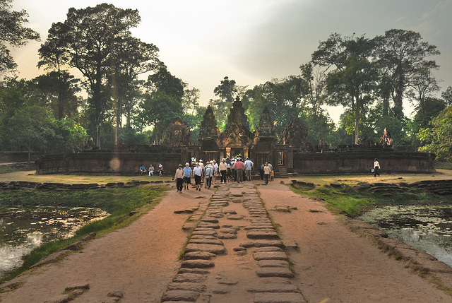 Way into the Banteay Srei complex