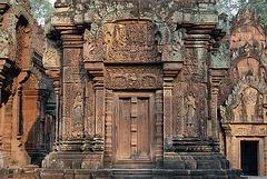 Banteay Srei gopuram door