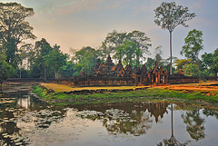 The pond and Banteay Srei