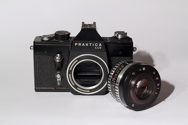 Praktica LLC + Carl Zeiss Jena Pancolar 1.8/50mm