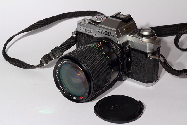 MINOLTA X-500 + TOKURA 28-70mm 3,5-4,5 macro