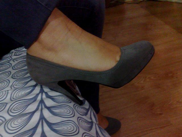 Lady / Dame Berhgam en talons hauts - In high heels - 31 décembre 2011.