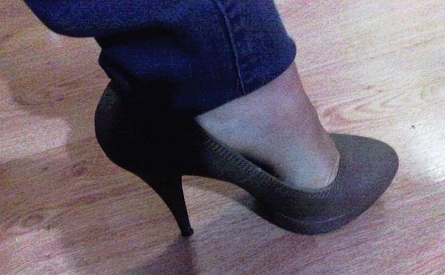 Lady / Dame Berhgam en talons hauts - In high heels