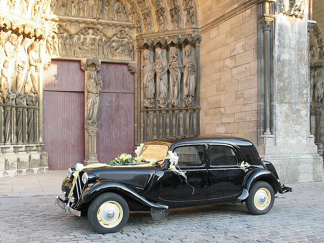 117 1756a Old Citroen15 Waiting the Wedding