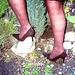 Lady Roxy  /  Jardiner en talons hauts /  Gardening in high heels - 25 septembre 2008.