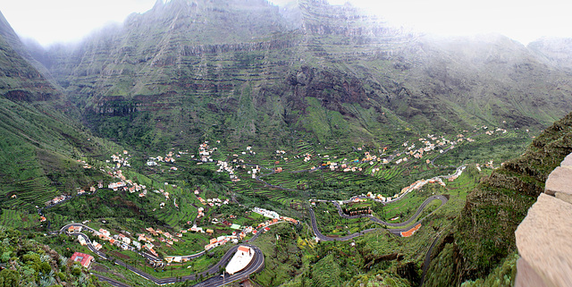 Blick von Cèsar Manriques Mirardor in 717m Höhe ins Valle Gran Rey. ©UdoSm