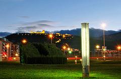 Castillo desde el parque (sobre fondo negro)