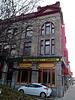 Restaurant chinois et sortie de secours / Chinese restaurant and fire escape.
