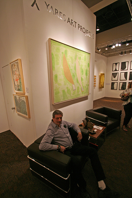 Palm Springs Fine Art Fair - Andy tests a modern chair (2864)