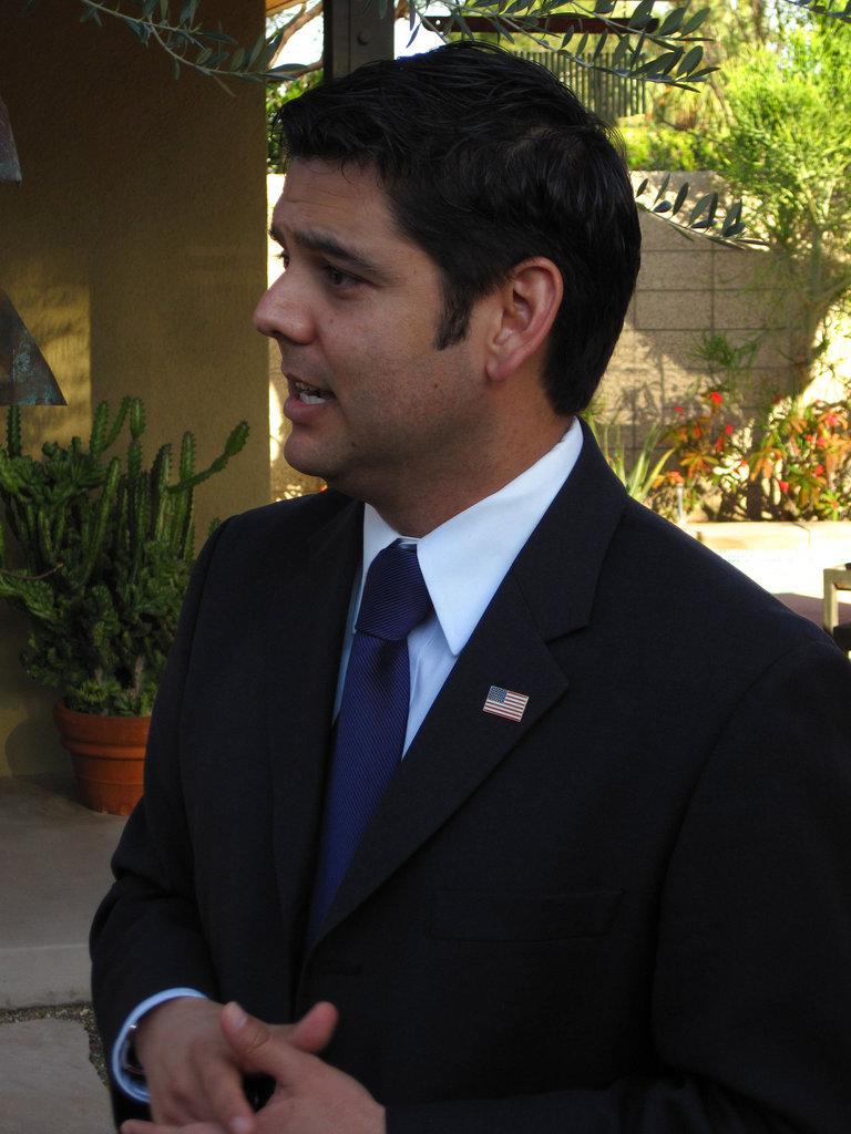 Dr. Raul Ruiz (1952)