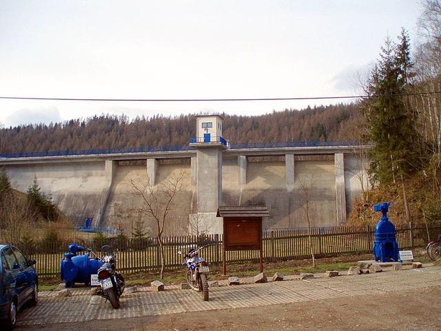 800px-Staumauer Talsperre Wippra