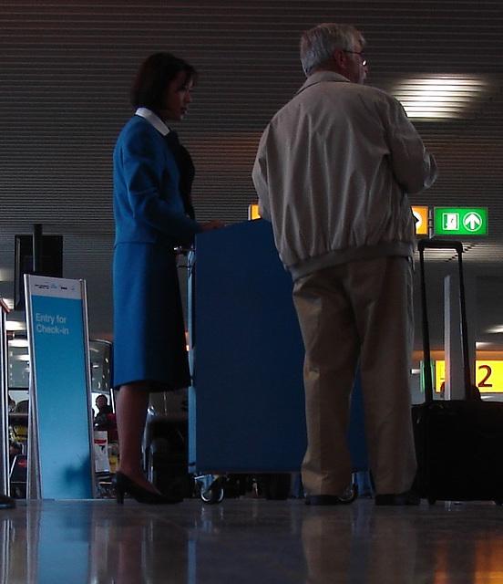 Airport blue dreamy high-heeled KLM Lady..... Recadrage