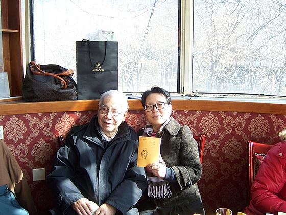 Pekina esperantisto Laulum kaj mi en hodiaua kunveno de Pekina Esperanto-Asocio