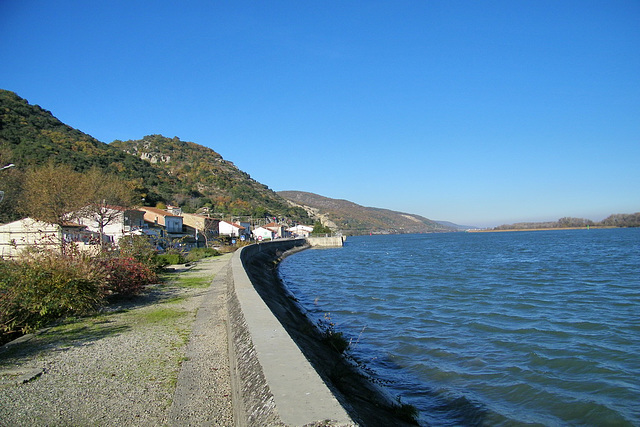 Promenade au bord du Rhône
