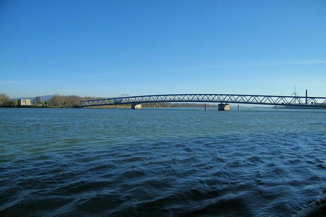 Un pont sur le Rhône