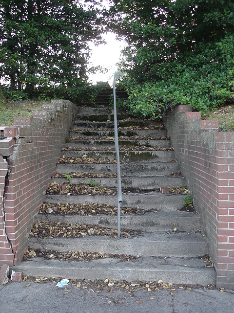 Stairway to nowhere ....Escalier vers nulle part........