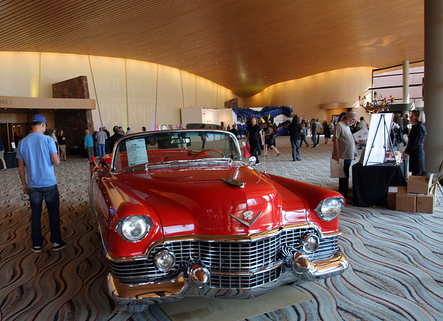 Cadillac in Palm Springs Convention Center (2850)