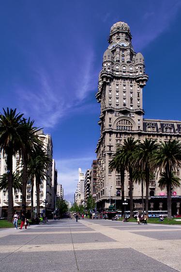 El Palacio Salvo en Montevideo