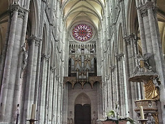 PICT16543cc Amiens Cathedral Notre Dame Main Nave from Altar at Transept Crossings