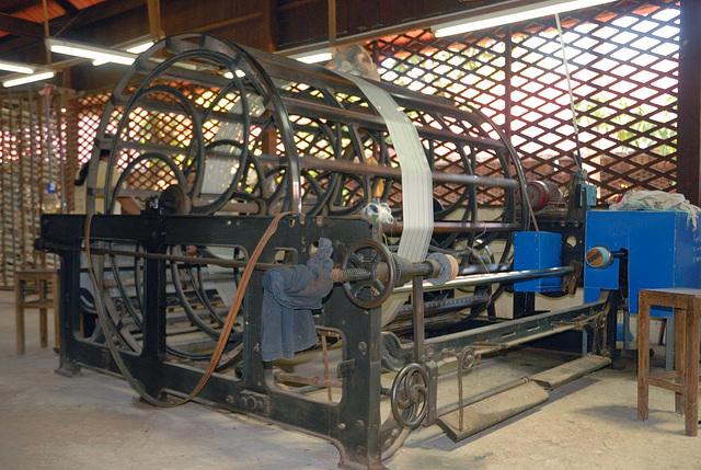Silk spinning machine