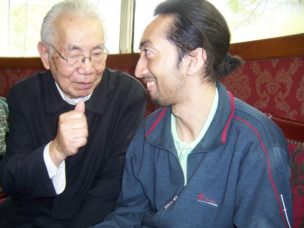 Prof.Laulum kaj Karlo esperantisto el Brazilo kiu laboras en Pekino