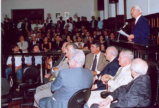 Público atento ao discurso de Edmo Rodrigues Lutterbach, em 25-4-2007
