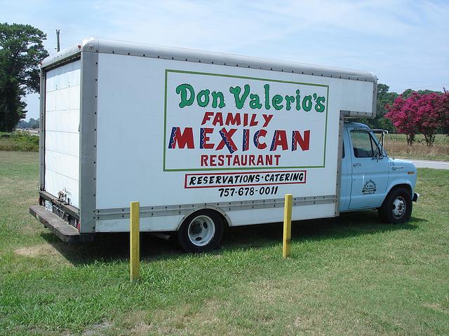 Don Valerio's family Mexican restaurant truck / Camion appétissant à saveur mexicaine - 17 juillet 2010.