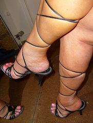 Carla - Strappy legs in high heels / Jambes et talons hauts -   26 juillet 2007