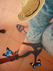 Christiane !!! Pyjama, talons hauts, chapeau et papillon / pajamas, high heels, butterfly & hat - 2 avril 2010