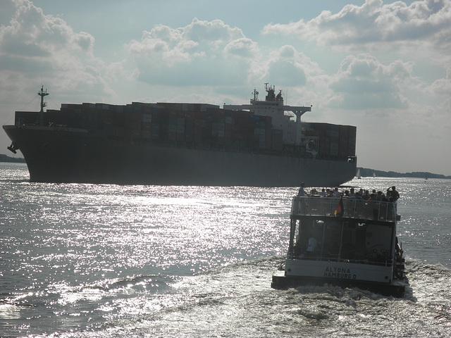 "Containerschiff ""SUEZ CANAL BRIDGE"""