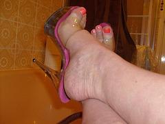 Carla /  Bath time in high heels - Baignoire et talons hauts.