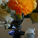 Vase bleu et pétale blanc