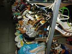 Pour Léo )) sur un marché à Shanghai