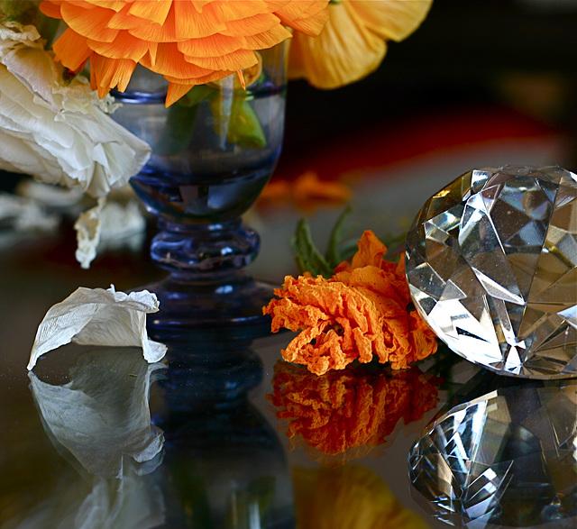 Diamant et vase bleu