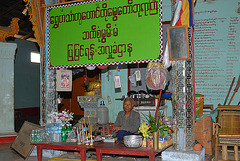 Selling sacrifice goods Thaung Tho monastery