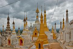 Pagodas in Thaung Tho monastery