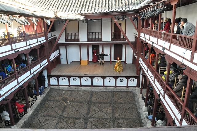 La teatrokorto de Almagro, la sola tute konservita tiuspeca teatrejo  de la 16-a jarcento