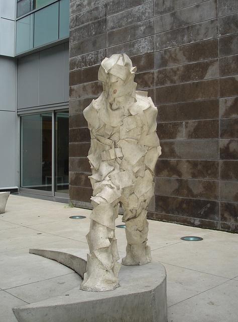 Dropout sculpture hétéroclite.