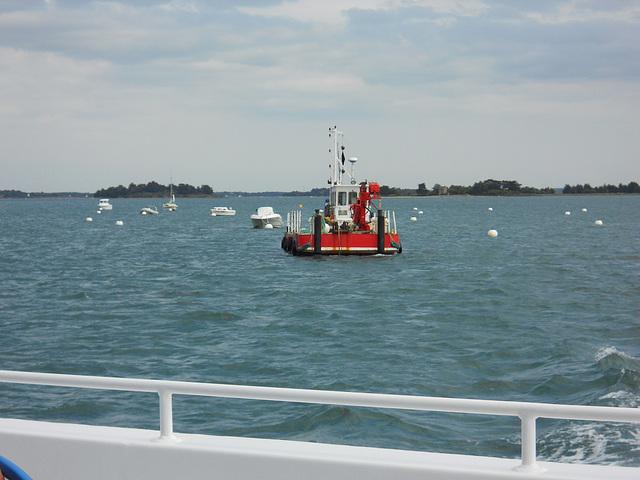 barque de transport en route vers l'ile d'arz golfe morbihan