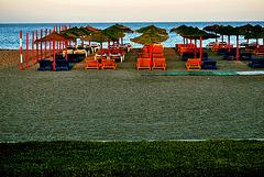 """Dos placeres diferentes: una playa desierta y una tasca con jamón """"pata negra"""""""